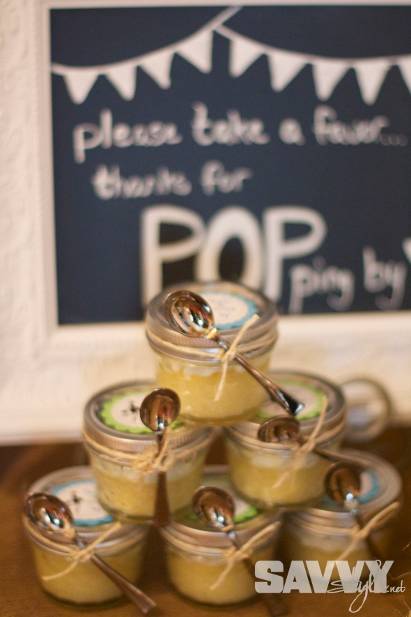 mason-jar-cupcake-favors-display